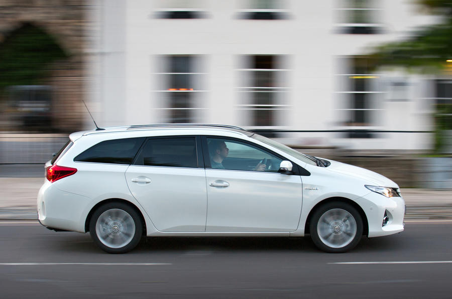 Toyota Auris Touring Sports 1 8 Hybrid Excel First Drive