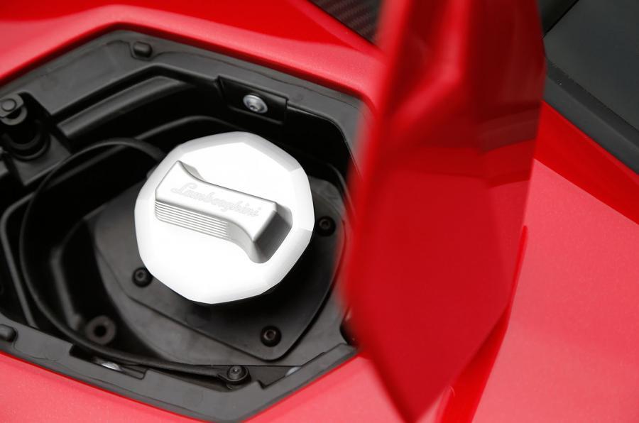 Lamborghini Aventador SV fuel cap