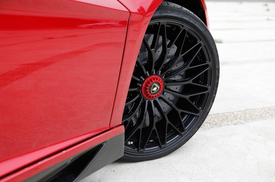 Lamborghini Aventador SV black alloys