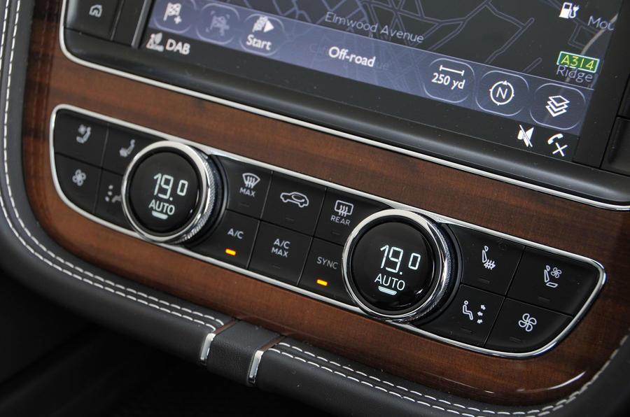Bentley Bentayga Diesel climate controls