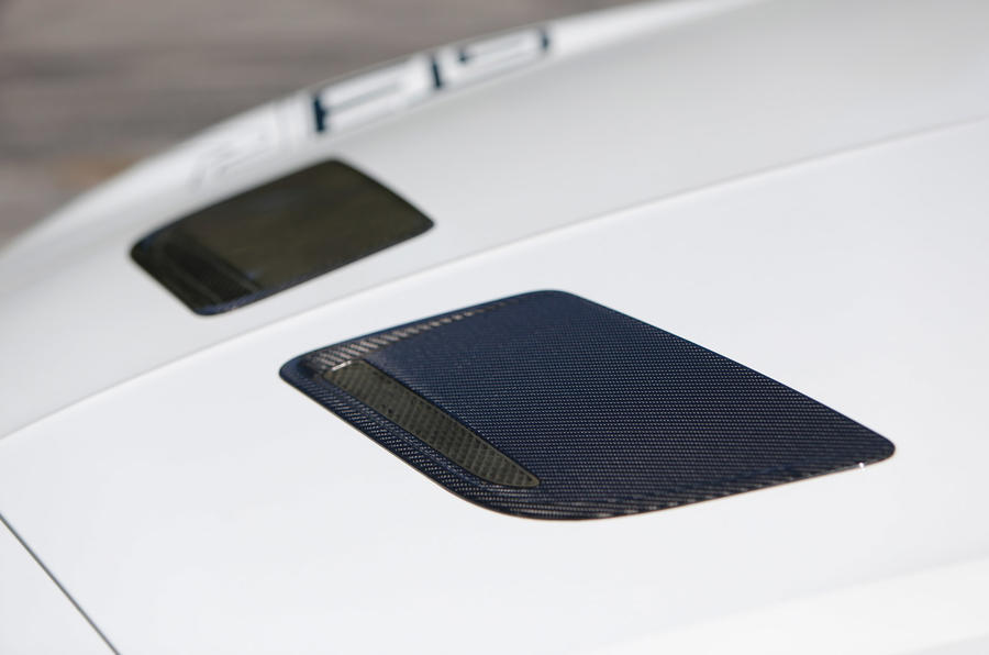 Bonnet scoops on the Continental GT3-R