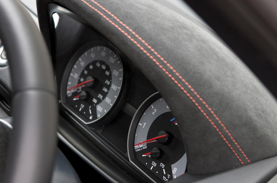 BMW 1 Series M Coupé instrument cluster