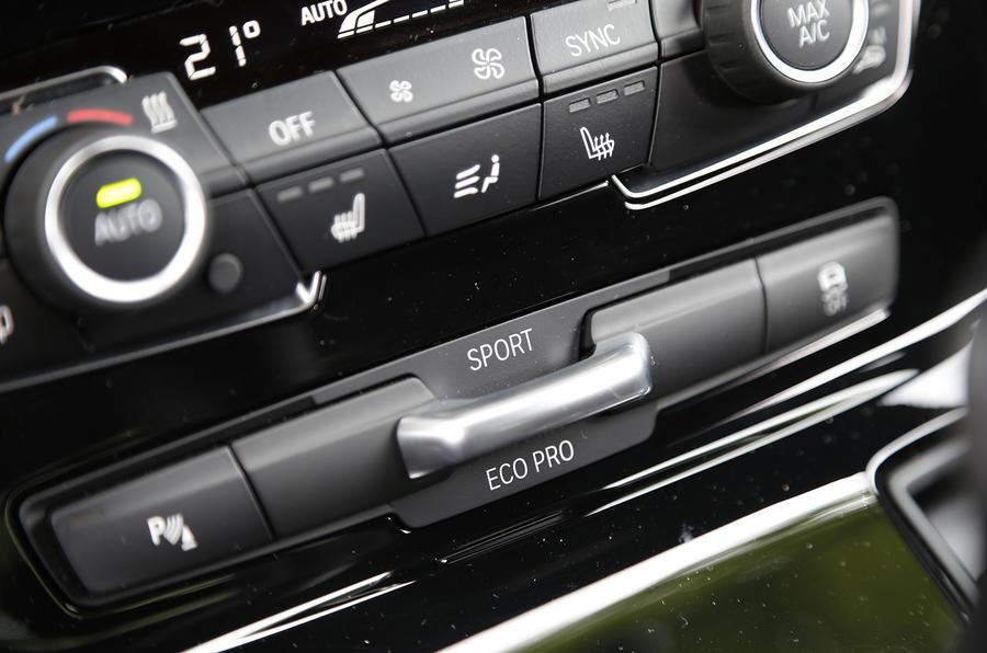 BMW 218d Active Tourer centre console