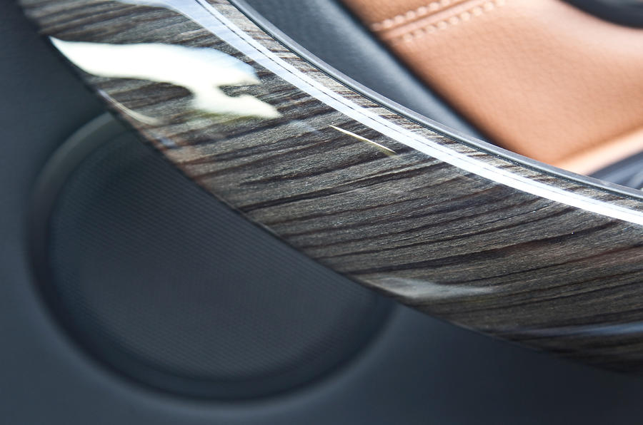 Wood trim in BMW 330d Touring