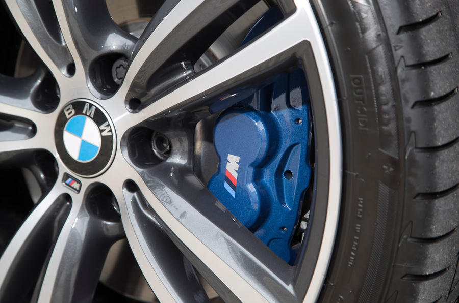 BMW 330e blue brake calipers
