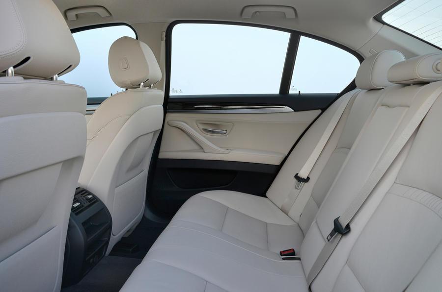 BMW 518d Luxury rear seats