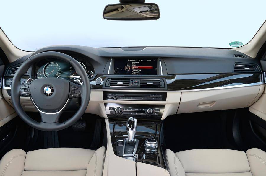 BMW 518d Luxury dashboard