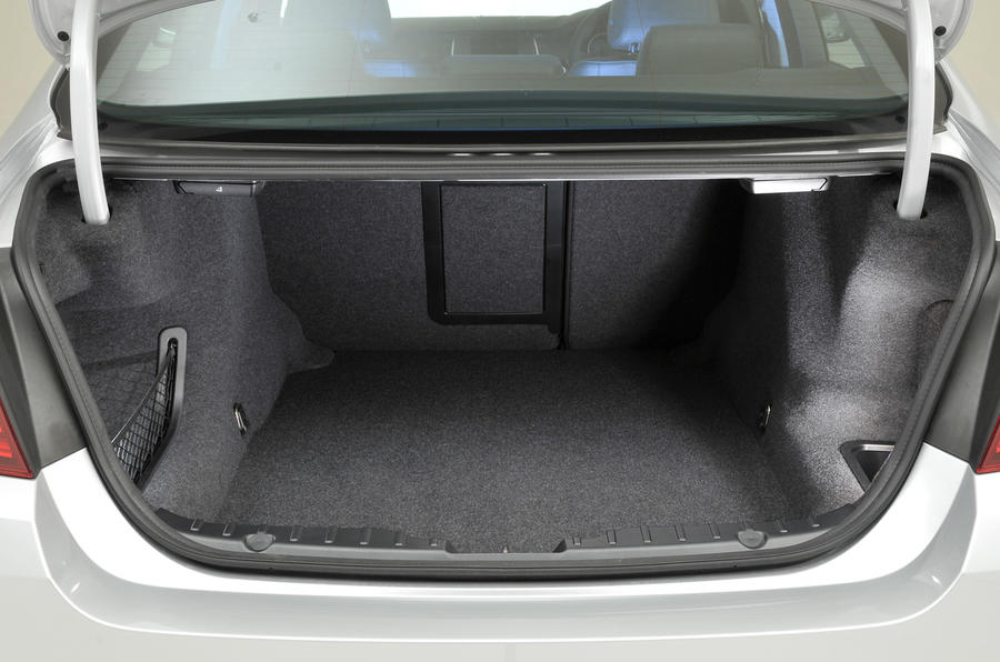 BMW 520d SE boot space