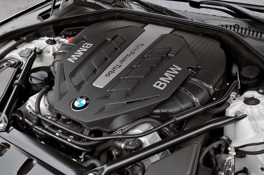 4.4-litre V8 BMW 750i engine