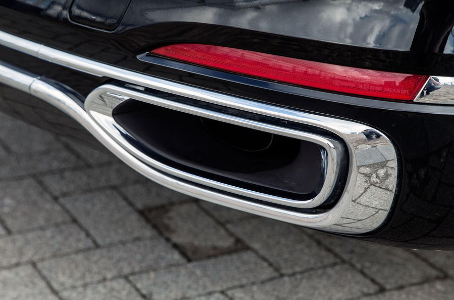 BMW 7 Series dual-exhaust system