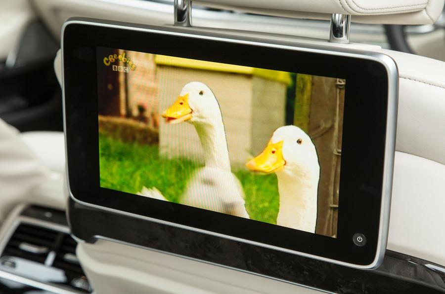 7 Series rear TV screens