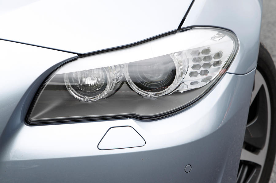 BMW ActiveHybrid 5 xenon lights