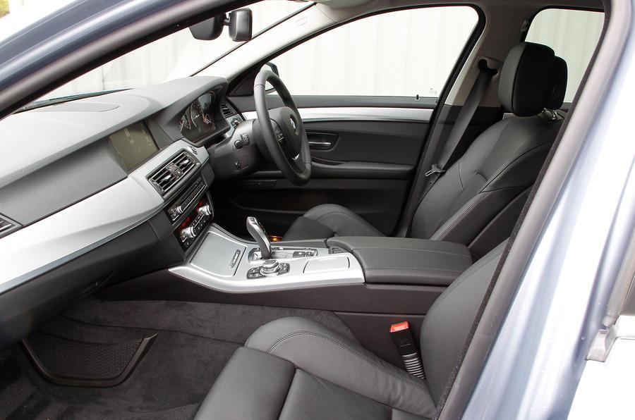 BMW ActiveHybrid 5 front seats