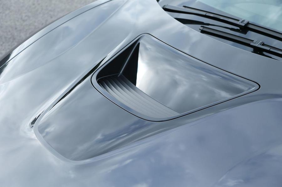 BMW i8's bonnet scoop