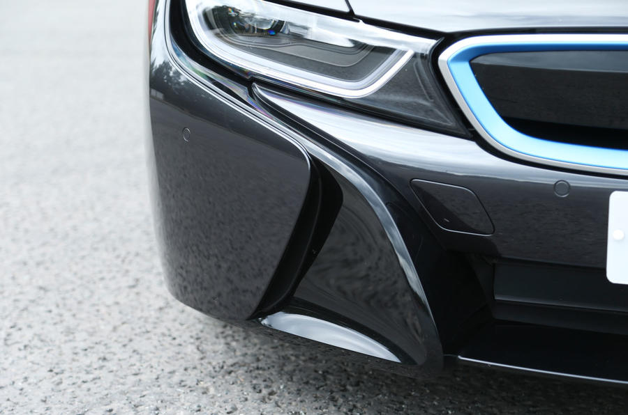 BMW i8's front spoiler