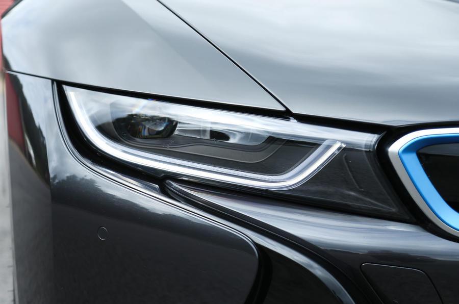 BMW i8's LED headlights