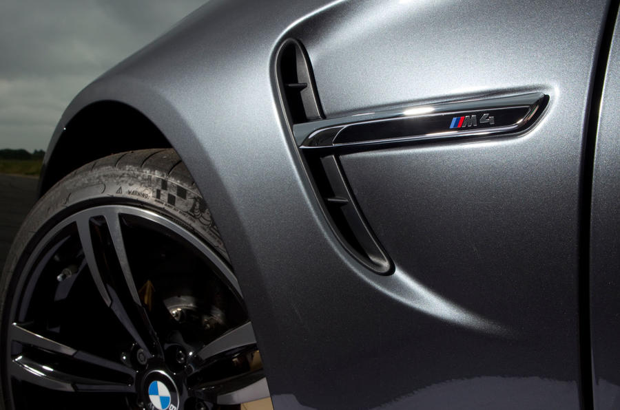 BMW M4 front wings