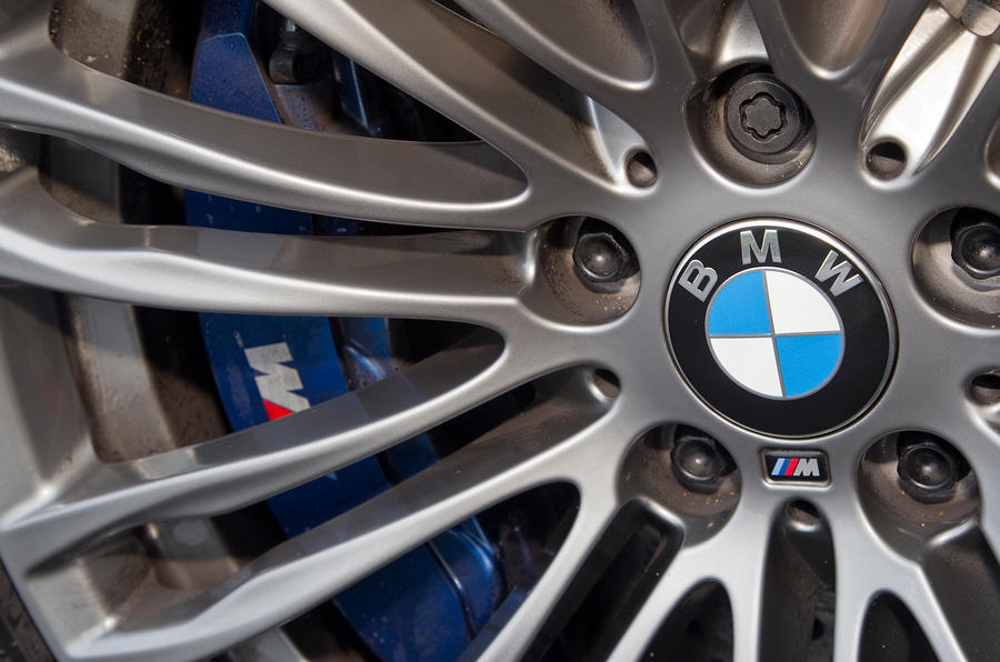BMW M5 blue brake calipers