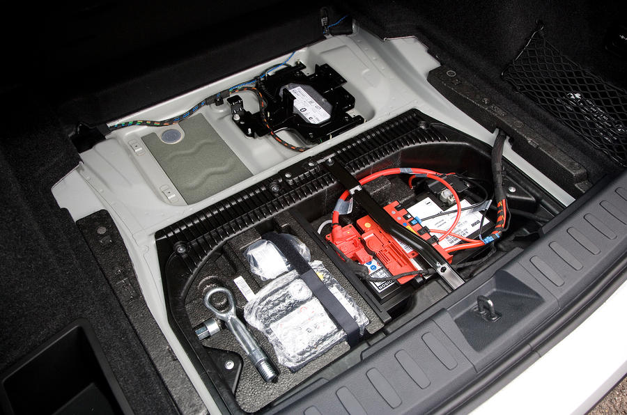 BMW X1 battery and toolkit