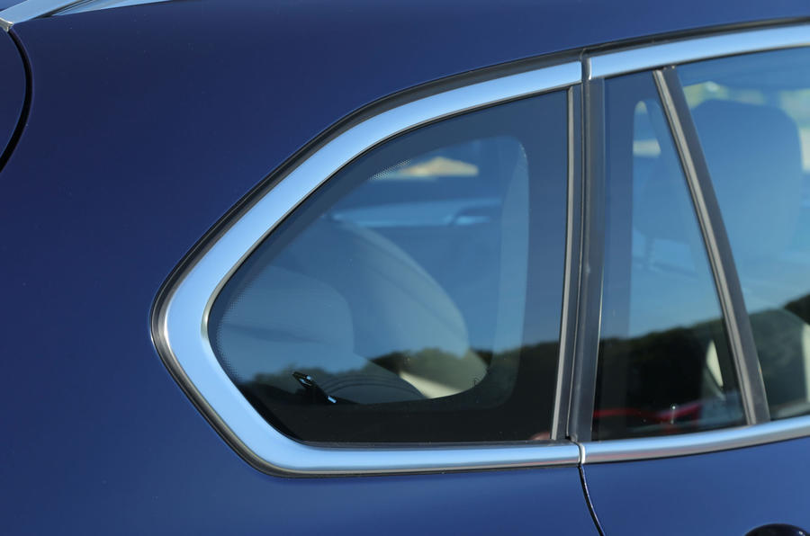 The rear roof line on the X1 is less drastic than before, which limits the impact on headroom