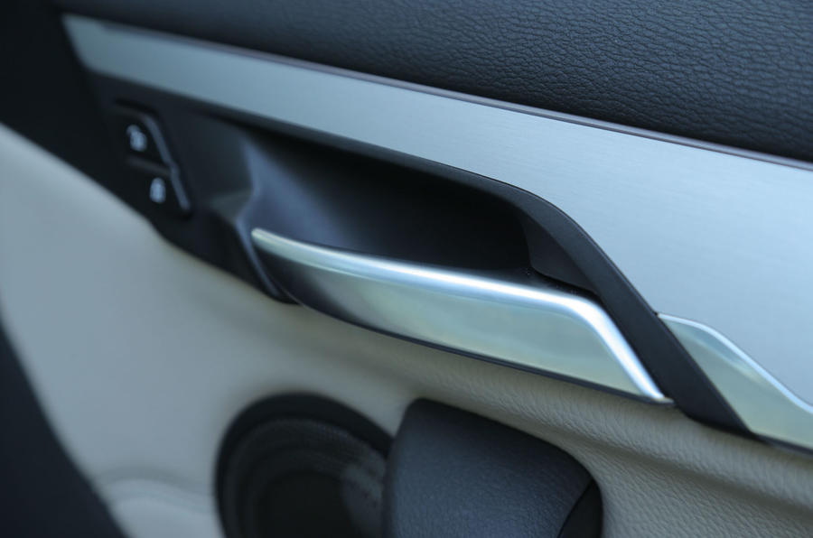 The chrome door handles in the BMW X1 give a touch of quality