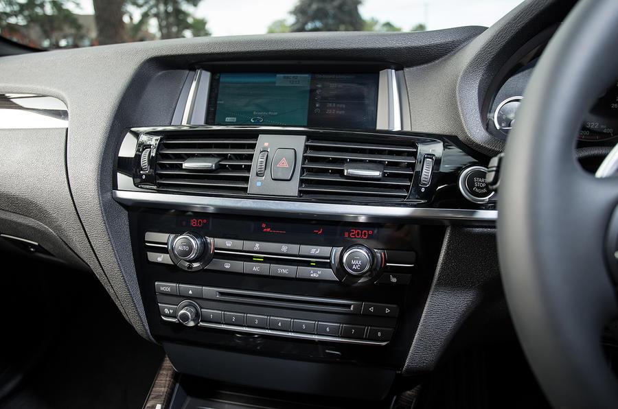 BMW X4 centre console