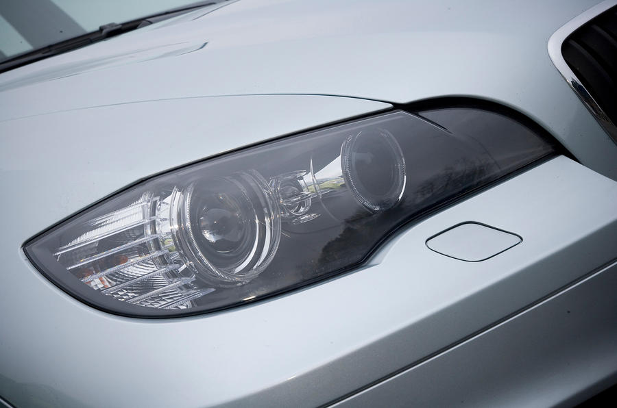 BMW X5's xenon headlights