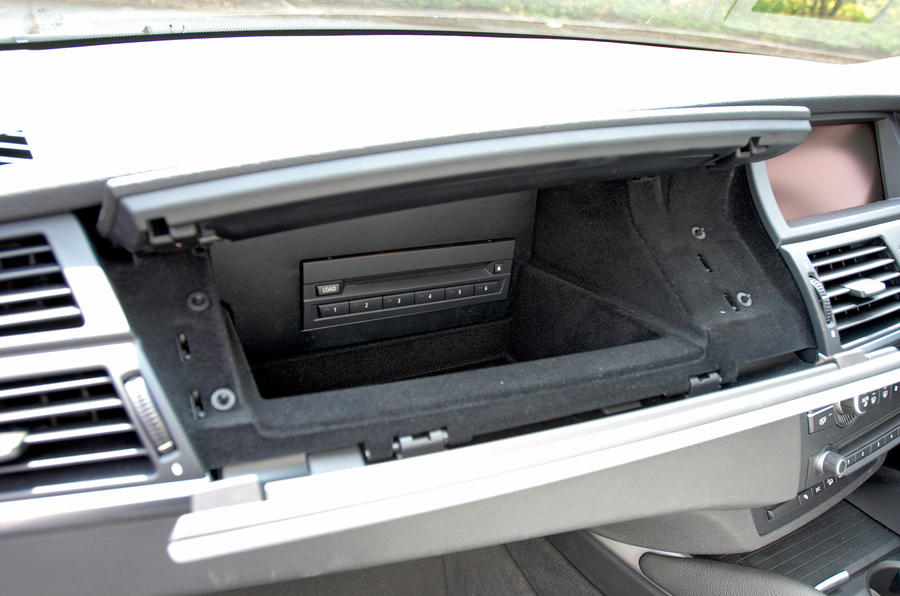 BMW X6 glove box