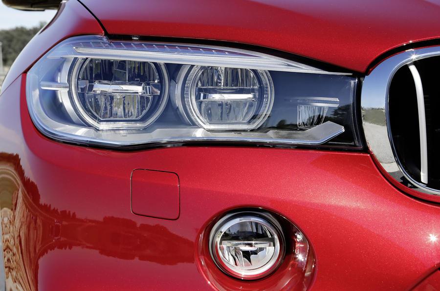 BMW X6 M50d LED headlights