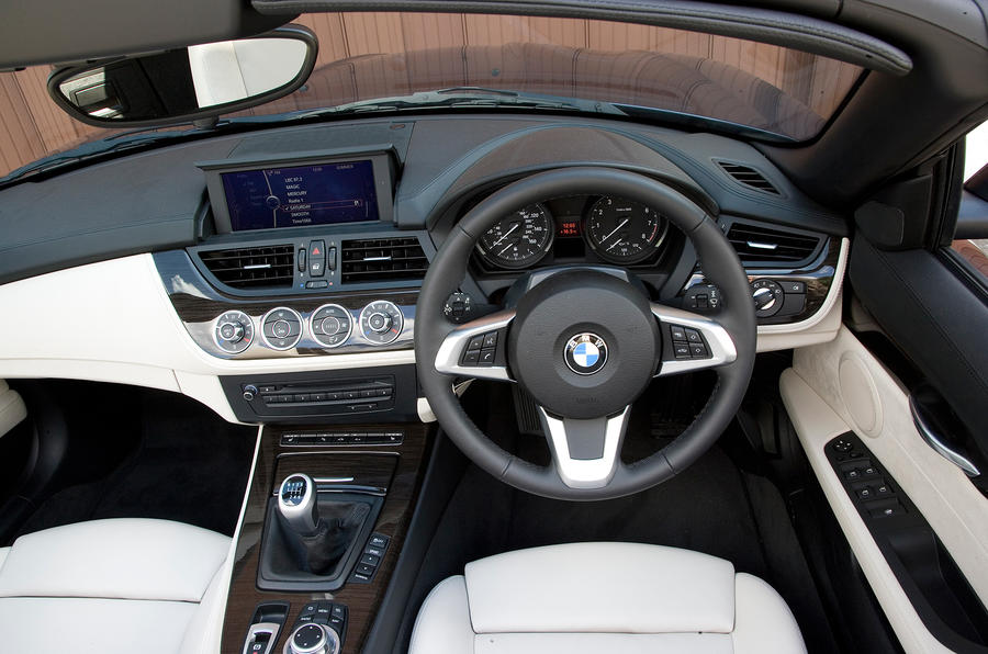 Bmw z4 2009 2016 interior autocar for Interieur z4 e85