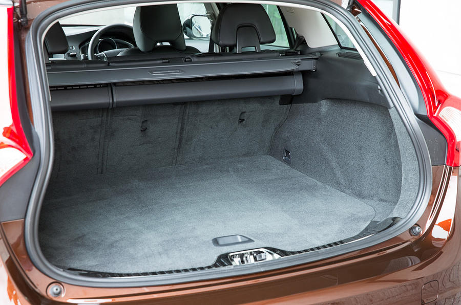 volvo v60 interior dimensions. Black Bedroom Furniture Sets. Home Design Ideas