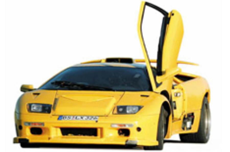 Bugatti caught testing dressed as Lambo