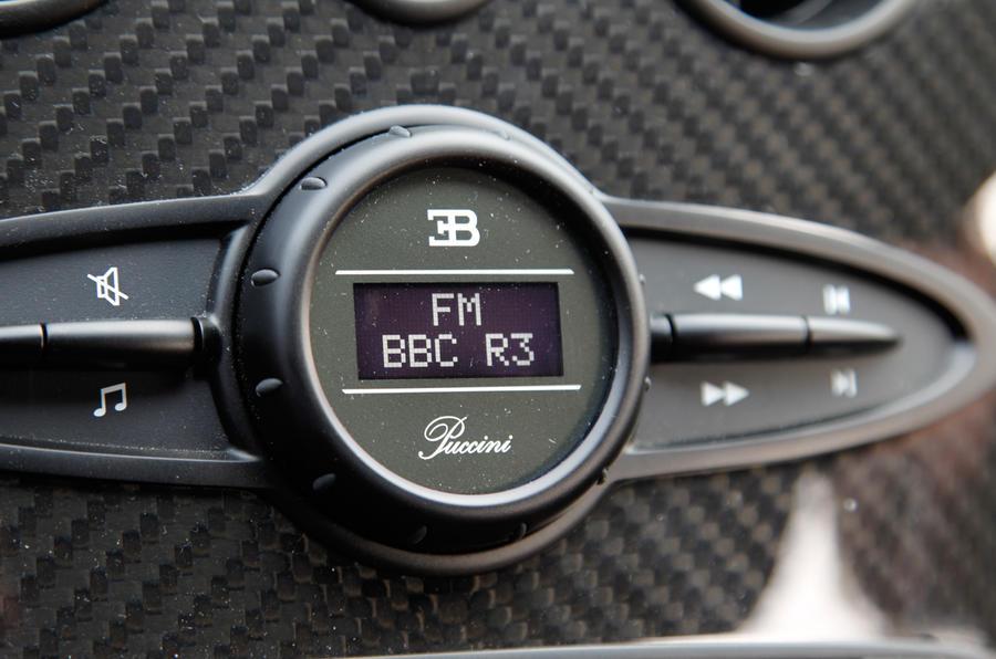 Bugatti Veyron centre console