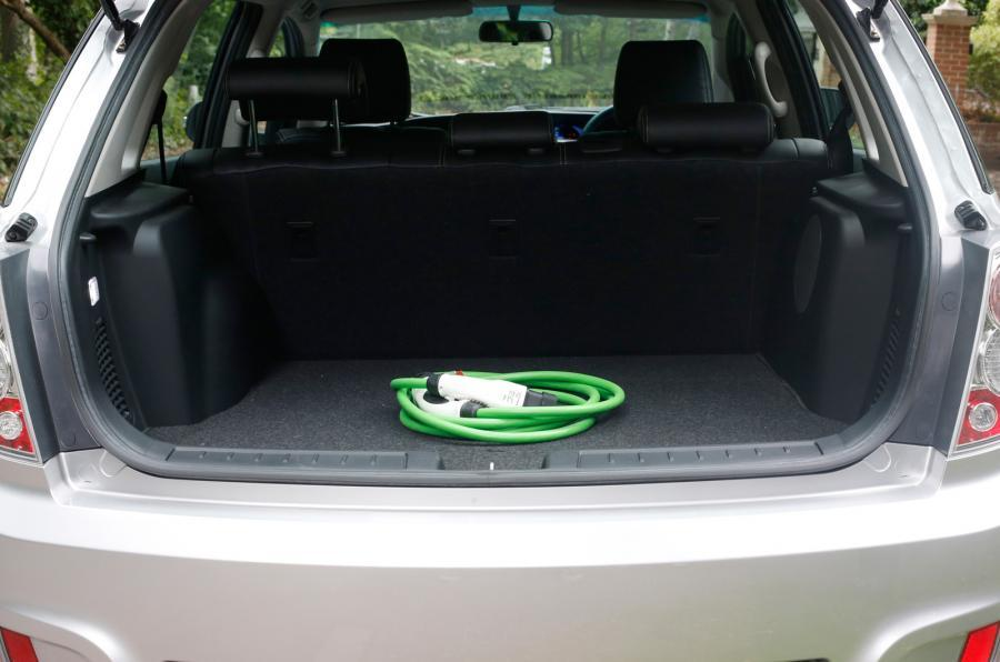 BYD e6 boot space