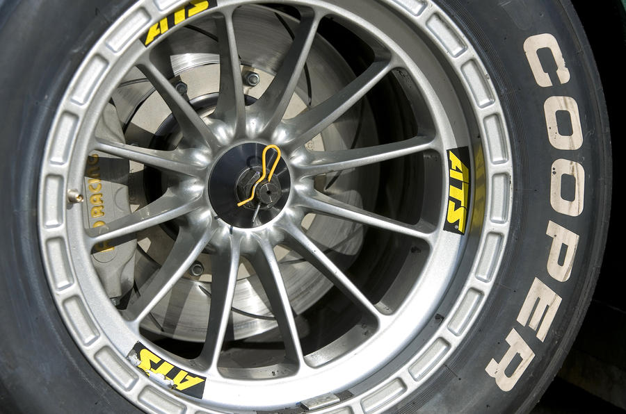 Formula 3-style Caterham SP300R wheels