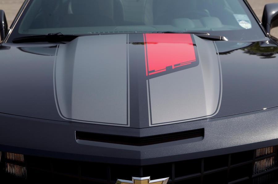 Chevrolet Camaro bonnet hump