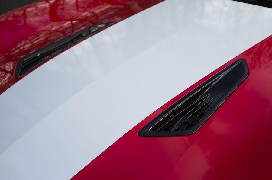 Chevrolet Camaro bonnet louvres