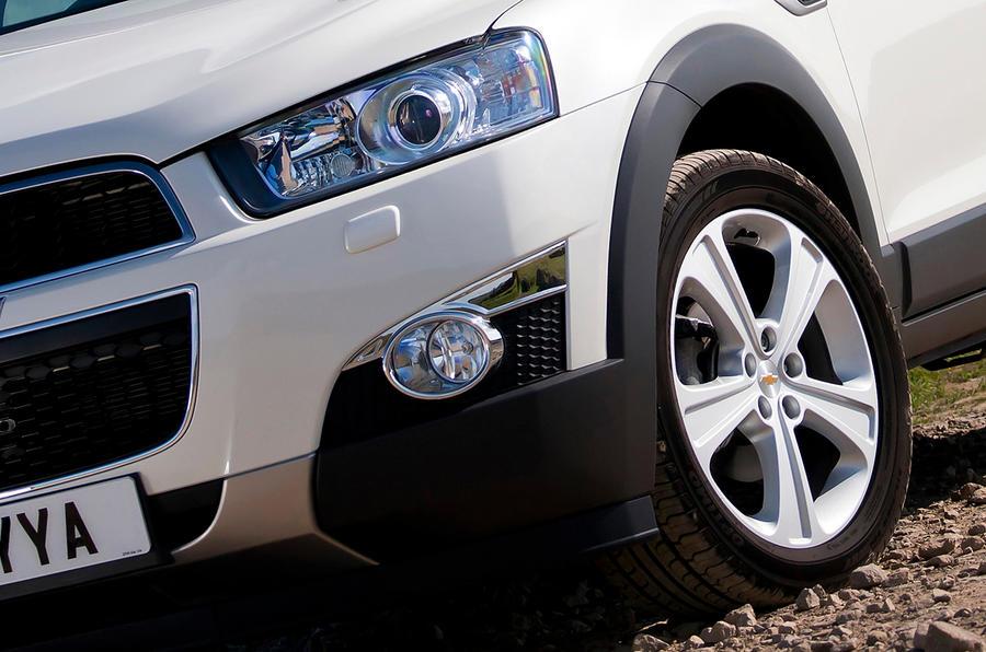 Chevrolet Captiva front headlights