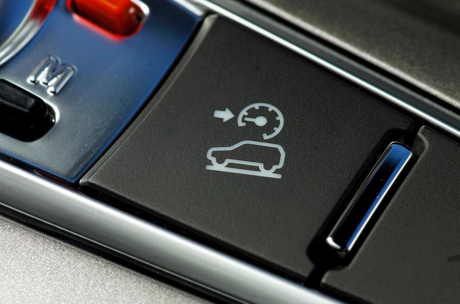 Chevrolet Captiva hill descent button