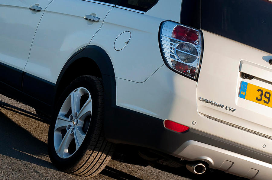 Chevrolet Captiva rear quarter