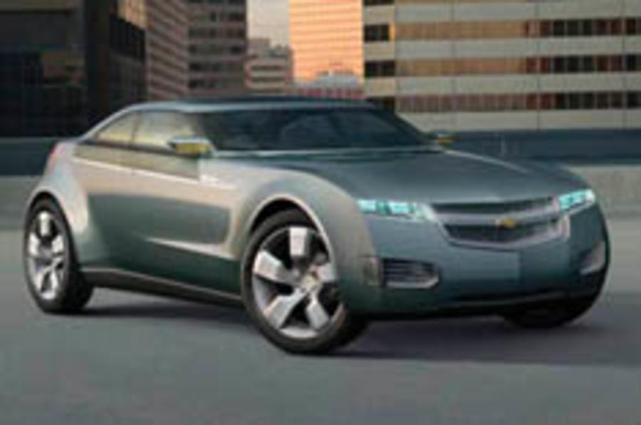 Detroit show: Chevrolet Volt charges in