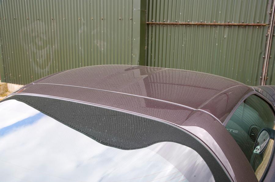 Chevrolet Corvette C6 roofline