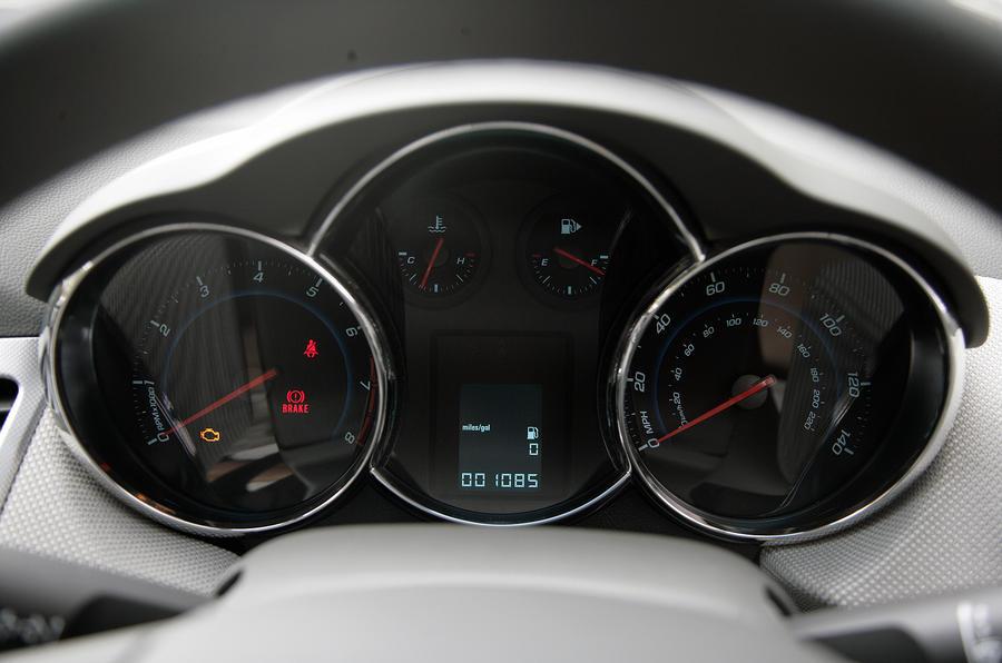 Chevrolet Cruze instrument cluster