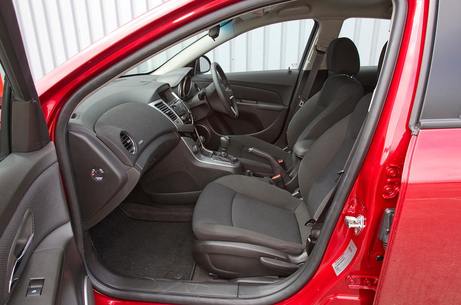 Chevrolet Cruze front seats