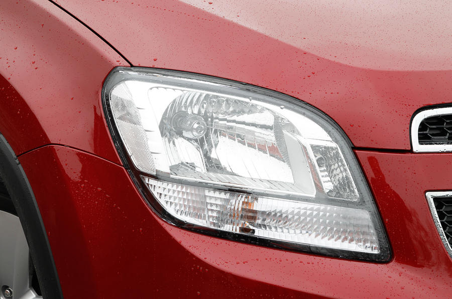 Chevrolet Orlando headlights