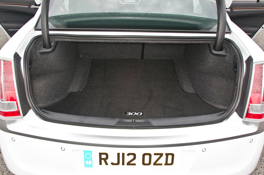 Chrysler 300C boot space