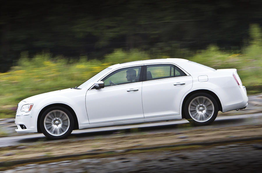 Chrysler 300C side profile