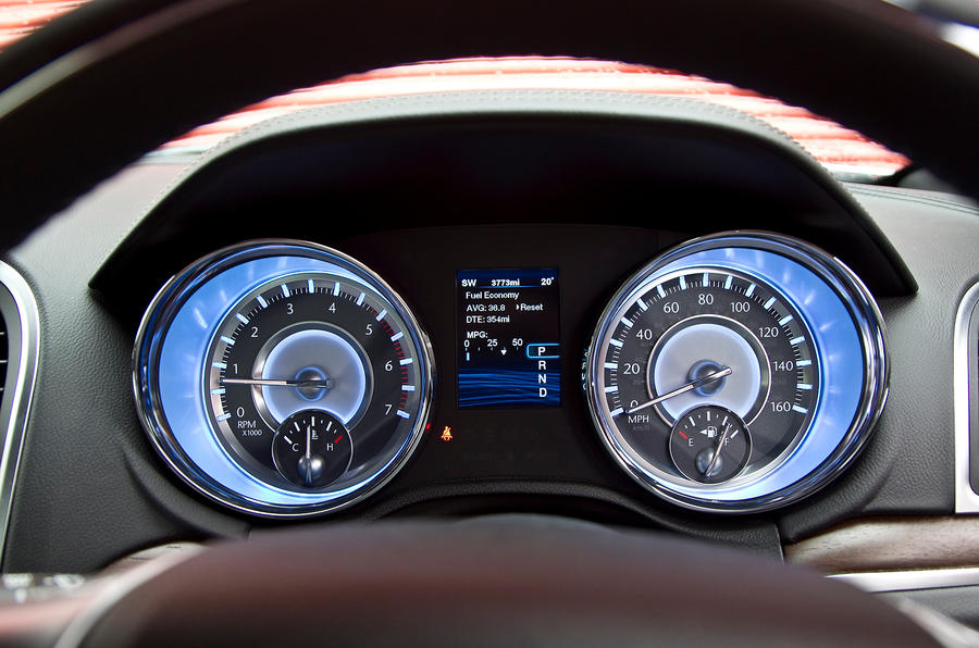 Chrysler 300C instrument display