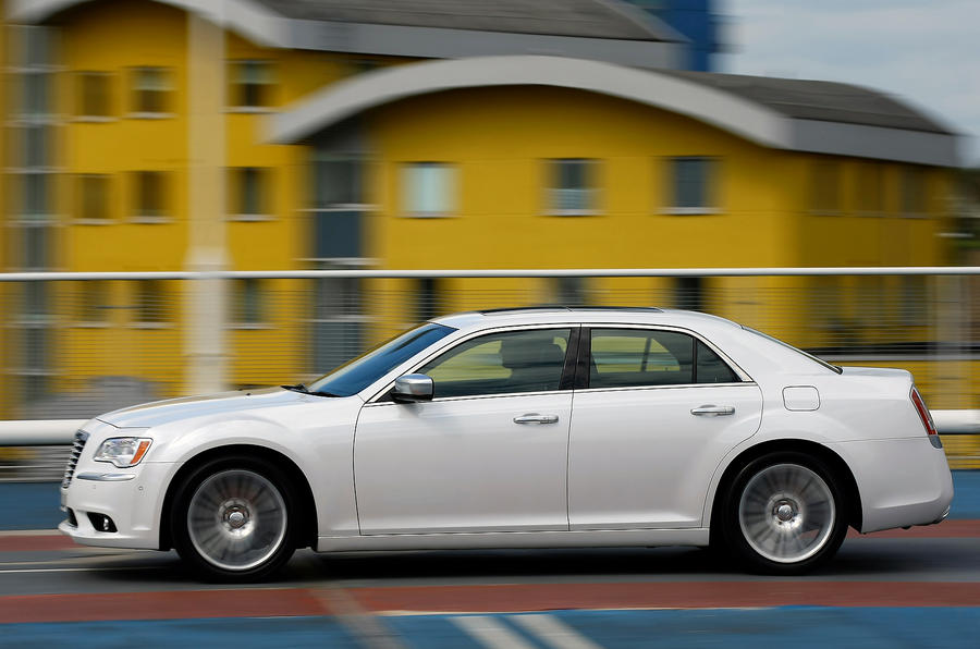 Chrysler 300C side profile