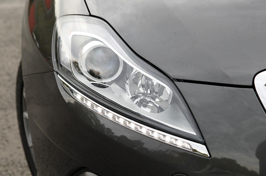 Chrysler Delta headlights